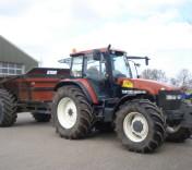 grondverzet dumper rood achter tractor - loonbedrijf van den Berg