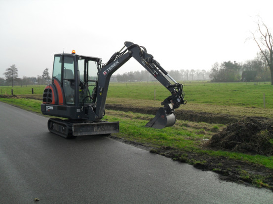 Mini-Rupskraan 3 ton - loonbedrijf van den Berg
