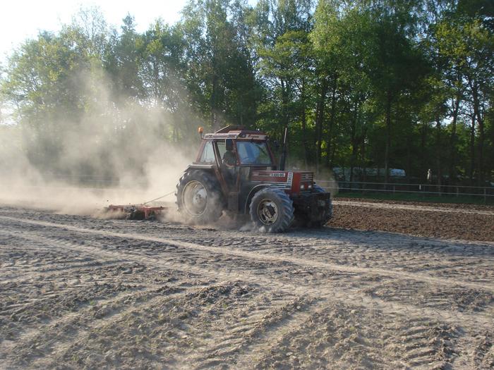 Zaaiklaar maken graslandvernieuwing Loonbedrijf van den Berg