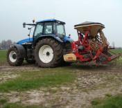 graslandvernieuwing doorzaaienbij Loonbedrijf van den Berg